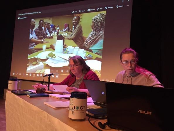 Mona Olsson och Lisa Hallingström ledde årsmötesförhandlingarna.